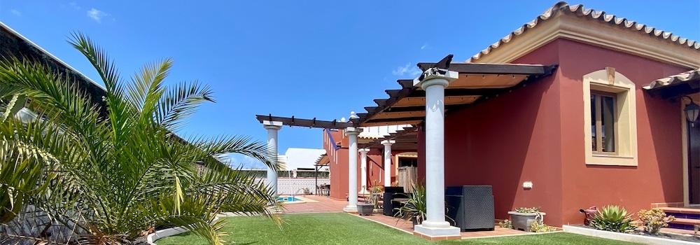 Villa con piscina in vendita Corralejo